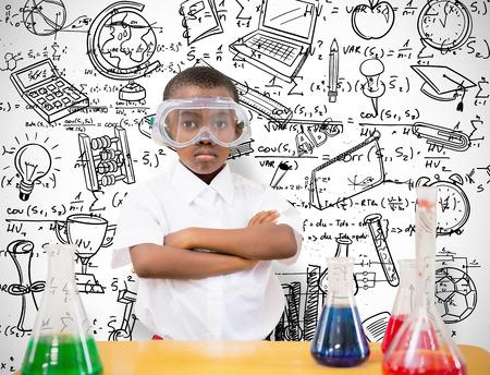 bambini pensierosi: Allievo esperimento scientifico che conduce contro sfondo bianco con vignetta Archivio Fotografico