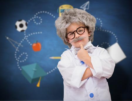 bata de laboratorio: Alumno linda en bata de laboratorio contra azul pizarra
