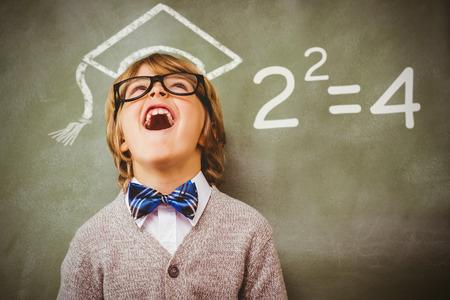 matematicas: Dos cuadrados contra niño riendo delante de la pizarra Foto de archivo