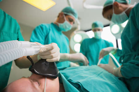 operating theatre: Focus on a patient undergoing surgery in an operating theatre