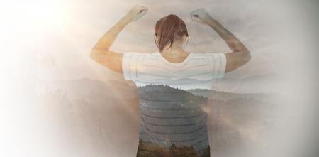 manos levantadas al cielo: Mujer deprimida con las manos levantadas contra los �rboles y sierra contra el cielo nublado Foto de archivo