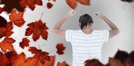 manos levantadas: Mujer deprimida con las manos levantadas contra las hojas de otoño Foto de archivo