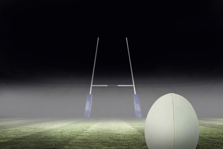 and rugby ball: Primer plano de pelota de rugby contra el campo de rugby