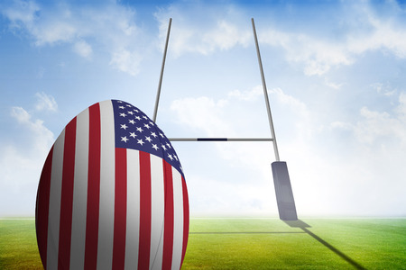 pelota rugby: Pelota de rugby bandera americana contra campo de rugby