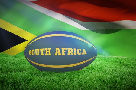 pelota rugby: Sudáfrica pelota de rugby contra la bandera de Sudáfrica