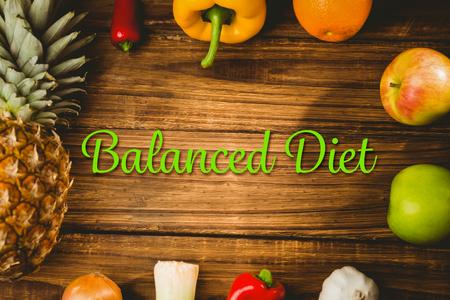 alimentacion equilibrada: dieta equilibrada contra la vista a�rea de frutas y verduras