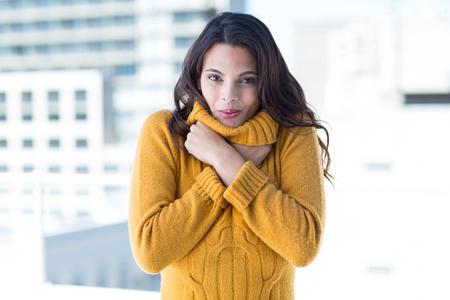 resfriado: Sensaci�n de la mujer bastante fr�o afuera