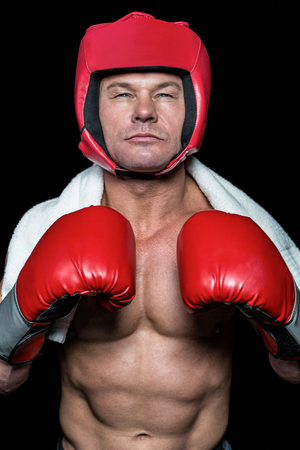 pokrývka hlavy: Portrait of confident boxer in red headgear and gloves