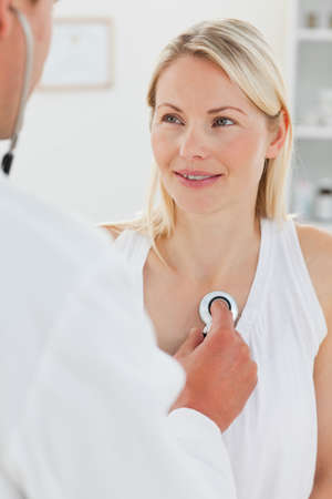 beat women: Woman getting her heart beat checked by her male doctor LANG_EVOIMAGES