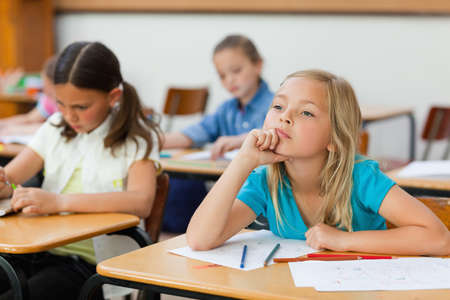 to seem: Little girl in class doesnt seem very focused
