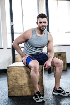 taking a break: Fit man taking a break from working out crossfit gym LANG_EVOIMAGES