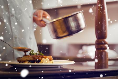 cocinero: Nieve en contra de la sección media de cerca de un alimento cocinero guarnición Foto de archivo