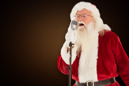 cantando: Santa Claus está cantando canciones de Navidad contra el fondo de color naranja con la ilustración