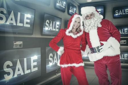 mrs: Santa y se�ora Claus sonriendo a la c�mara contra la venta de publicidad en las televisiones