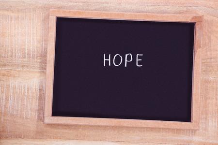 garabatos: Pizarra con el texto de la esperanza en el escritorio
