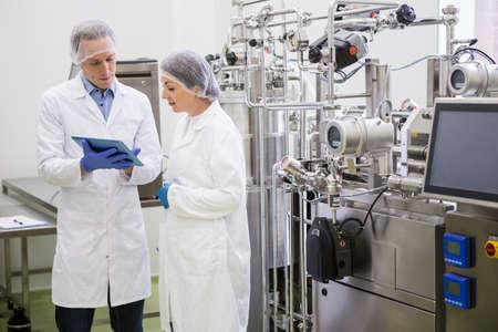 laboratorio: Los cient�ficos que usa la tableta para controlar cubas en el laboratorio