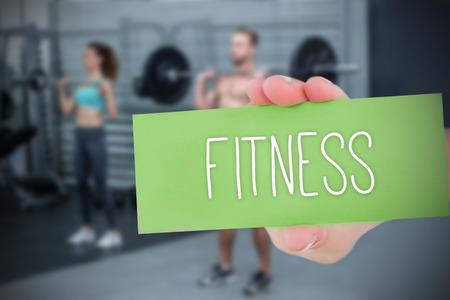 fitness hombres: La palabra de la aptitud y de la mano que muestra la tarjeta en contra