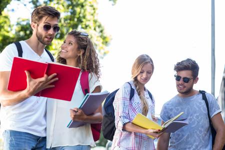amabilidad: amigos de la cadera lectura de notas en los cuadernos al aire libre