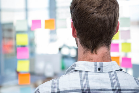 postit: Hipster man in front of post-it in office