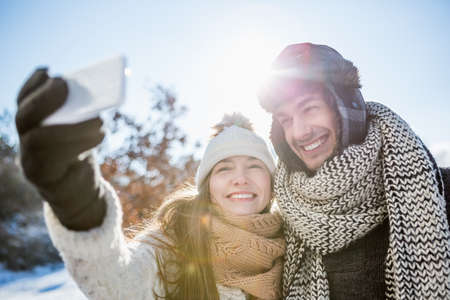 spare time: Couple taking a selfie on a beautiful snowy day LANG_EVOIMAGES