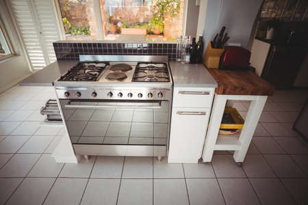 domiciles: Cooker in stylish kitchen at home