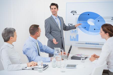 Interface d'affaires mondial contre homme d'affaires pointant l'écran blanc Banque d'images