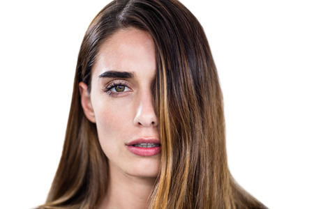 Close-up-Porträt der Frau auf weißem Hintergrund