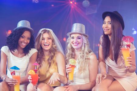 despedida de soltera: Las ni�as celebran despedida de soltera en un club