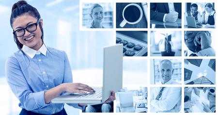 hot temper: Mujer asiática que usa la computadora portátil contra imagen compuesta de planta en el escritorio en la oficina
