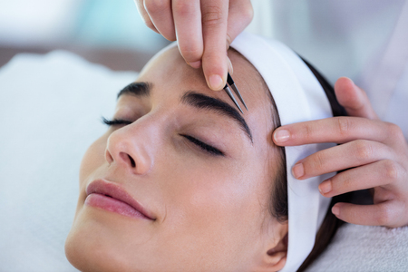 eyebrow: Woman getting her eyebrows shaped at spa Stock Photo