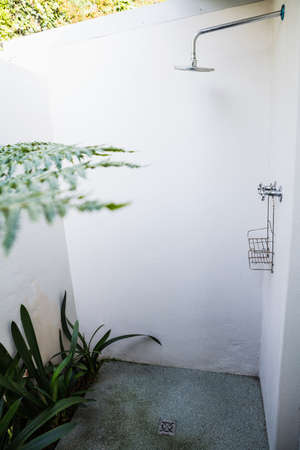 domicile: Shower and soap basket in the bathroom