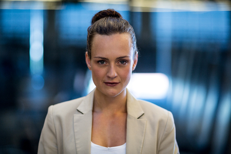 Close-up of confident businesswoman looking at camera Imagens