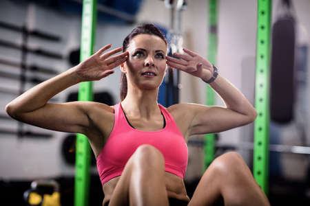 crunches: Woman doing abdominal crunches at gym