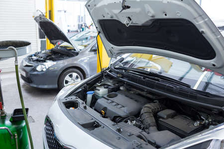 engine bonnet: Cars with open hood for servicing at repair garage