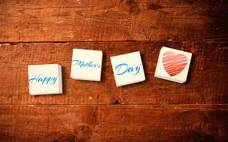 frase: corazón contra una sentencia para el día de las madres Foto de archivo