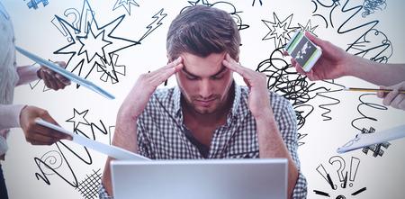 Geschäftsmann gestresst bei der Arbeit gegen Kritzeleien