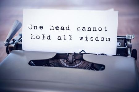 oracion: La cabeza una frase no puede contener toda la sabidur�a contra el fondo blanco sobre un papel en una impresora