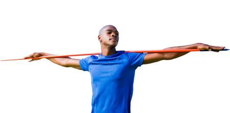 lanzamiento de jabalina: Deportista con los ojos cerrados que se prepara para el lanzamiento de jabalina