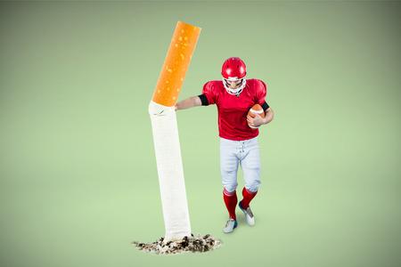 アメリカン フットボール選手でレスリングと緑の背景に対してサッカーを保護