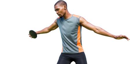 lanzamiento de disco: Vista frontal del deportista practicando el lanzamiento de disco Foto de archivo