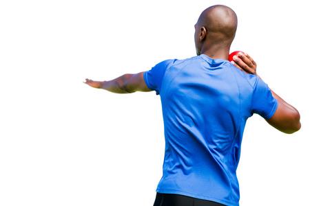 lanzamiento de bala: Vista trasera del deportista está practicando lanzamiento de peso