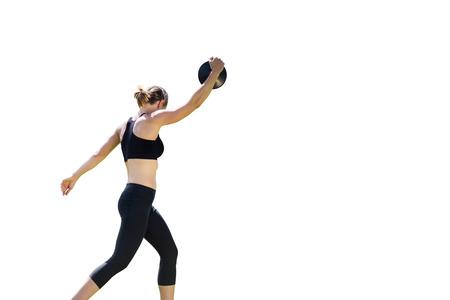 lanzamiento de disco: Vista lateral de la mujer deportiva que prepara su lanzamiento de disco Foto de archivo