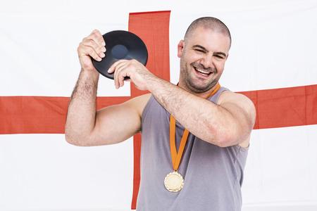 bandiera inghilterra: Atleta con una medaglia d'oro e l'Inghilterra bandiera in background Archivio Fotografico