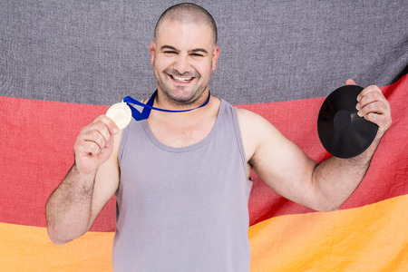 bandera de alemania: Atleta con una medalla de oro y el indicador de Alemania en el fondo