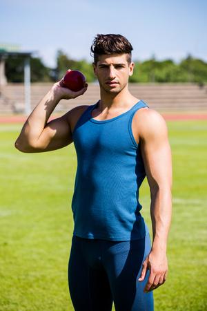 shot put: atleta determinado punto de lanzar lanzamiento de peso bola Foto de archivo