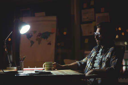 overworking: Businessman working at night in the office LANG_EVOIMAGES