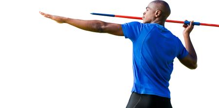 lanzamiento de jabalina: Vista de perfil de deportista practicando tiro de jabalina en un fondo blanco