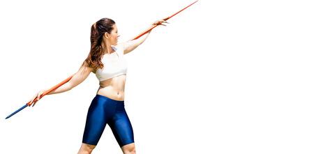 lanzamiento de jabalina: La deportista se prepara para el lanzamiento de jabalina en un fondo blanco