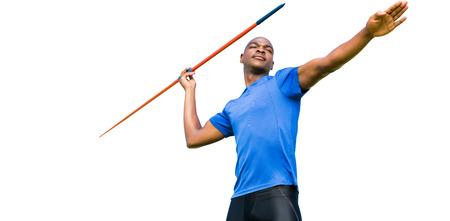 lanzamiento de jabalina: Concentrado deportista practicando lanzamiento de jabalina en un fondo blanco