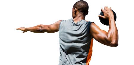 lanzamiento de disco: Vista trasera del deportista practicando el lanzamiento de disco sobre un fondo blanco